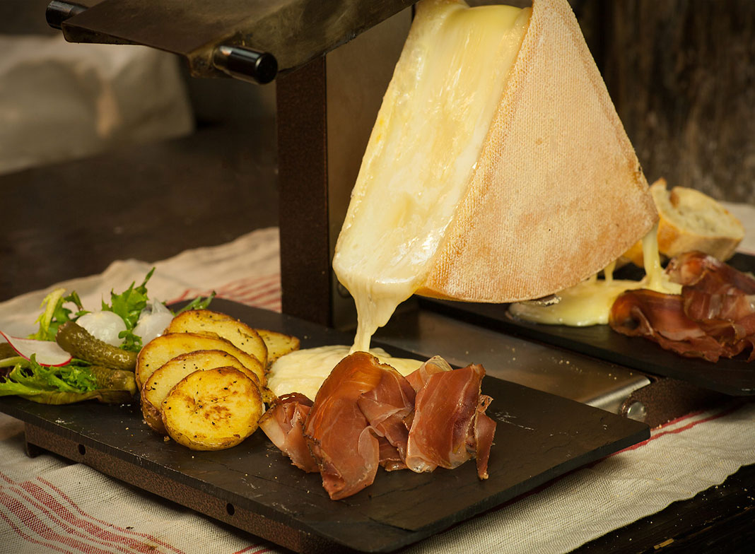 Raclette au fromage, déjà envie d'en manger une !