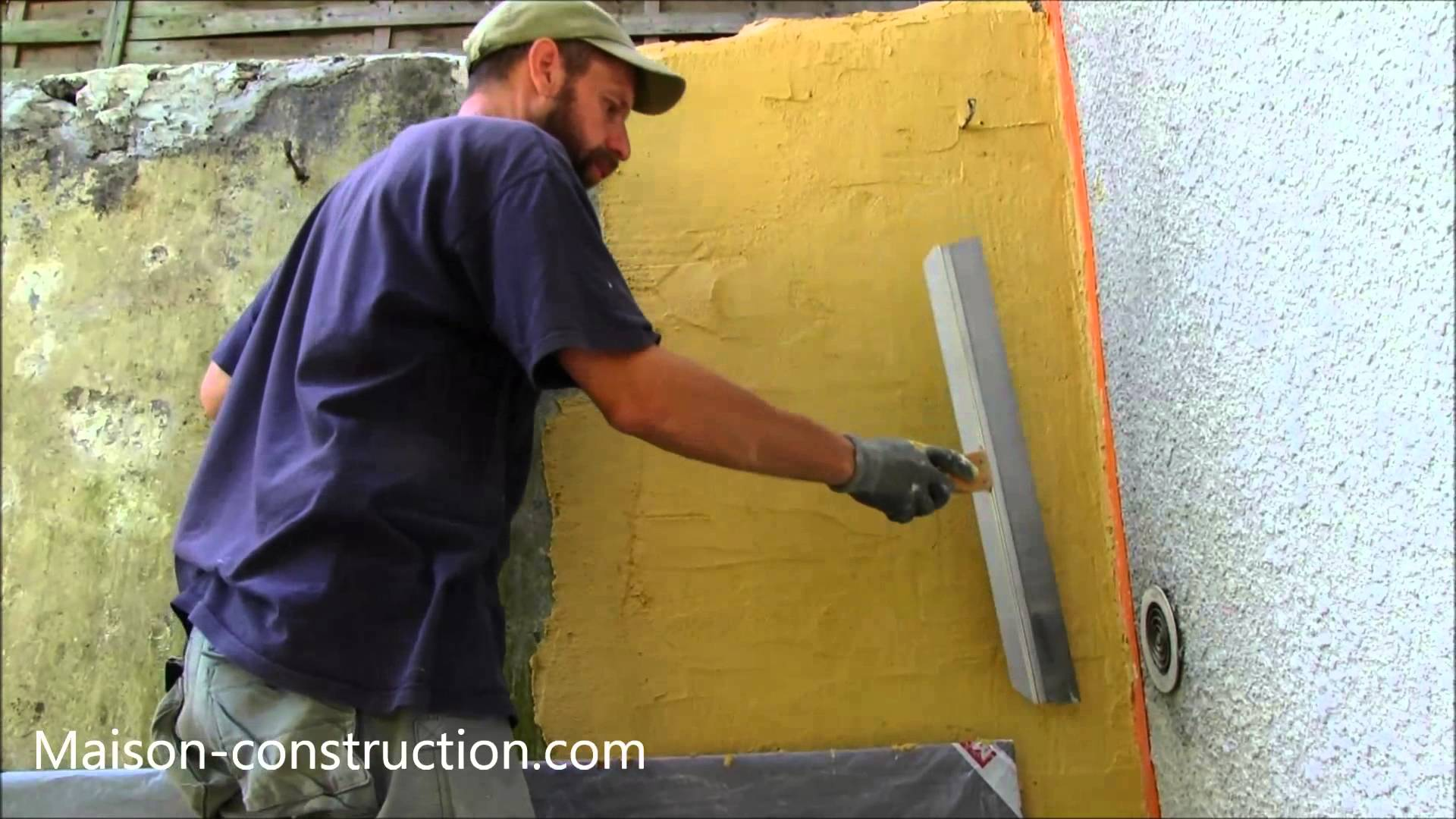 Comment faire un enduit a la chaux for Enduit mur parpaing interieur